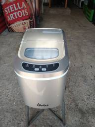 Máquina de gelo pequena