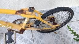 BMX antiga para restaurar