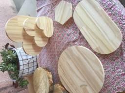 Conjunto de mesa posta em pinus.