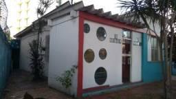 Casa excelente com 2 quartos e 3 espaços cobertos Centro de Campo Grande RJ