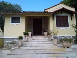 Vendo casa com 4 quartos no centro de Resende - RJ
