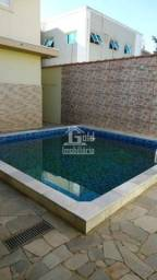 Casa com 4 Dormitórios, Armários e Piscina e 3 Vagas - Parque dos Bandeirantes