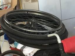 Pneus pra cadeira de rodas montado e separado