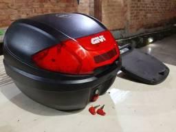 Baú da marca GIVI poucas marcas de uso. Com chave reserva e suporte. Tbm suporte para Biz