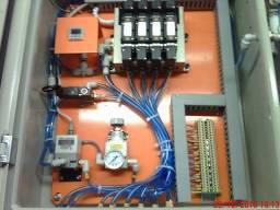 Eletricista industrial.