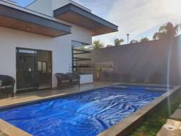 Residência impecável com 03 suítes e piscina no Condomínio Morada Do Sol em Piratininga-SP
