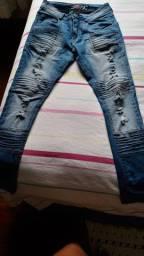 Doação de duas calças jeans masculina para quem realmente esteja precisando!!