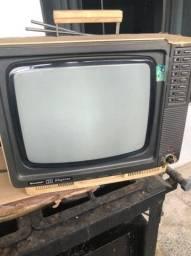 TV antiga , funciona , só tem q arrumar a antena , artigo de colecionador