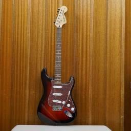 Título do anúncio: Guitarra Fender Squier Standart Indonésia. Perfeita!!! Estudo troca.