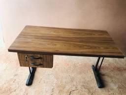 Mesas e cadeiras para escritórios