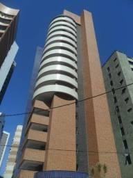 Excelente localização, amplo apartamento com 04 suítes, jacuzzi, DCE, wc's com armários e