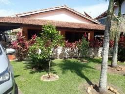 Casa em condomínio com praia privativa. 06 quartos sendo 03 suítes, terreno com 463,75 M²