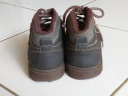 Tênis / bota / sapato número 31
