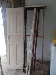 Vendo porta de madeira maciça 2,10 por 0,58
