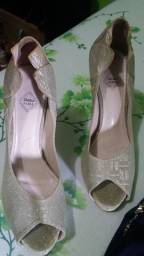 Lindo sapato feminino.