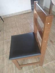 Título do anúncio: Vendo mesa de madeira 06 cadeiras
