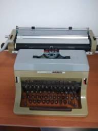 Máquina de escrever Olivetti, LiNEA 88, ano 69/73, BOM estado