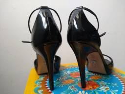 Sapato alto em verniz - nº 38