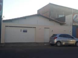 Casa 04 quartos sendo 02 suítes, ótima para residencia ou escritório