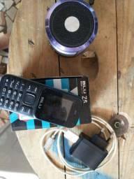 Celular Blu e caixinha de som