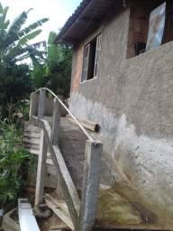 Vendo casa com amplo terreno em Areal