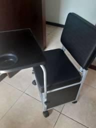 Cadeira de Manicure Preta com gavetas