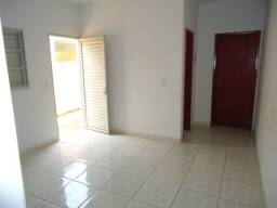 Barracões, Jardim Luz, 1/4, cômodos grandes á 1 km buriti shopping R$600,00 sem burocracia