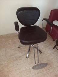 Cadeira  poltrona Darus 750,00