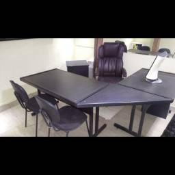Título do anúncio: Kit Escritório De Mesa E Cadeiras, Uma Presencial E Arquivo