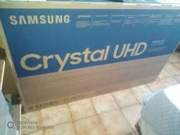 Smart tv Samsung Crystal 4k 50P TU8000 lacrada comando de voz