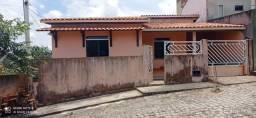 Vende-se casa localizada no Condomínio Borborema - Lot. Santo Antônio (Centro de Amargosa)