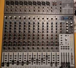 Mesa de Som Behringer Xenix 2442Fx
