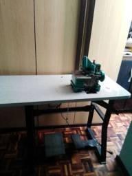 Vendo máquina industrial semi nova com mais 5 manequins
