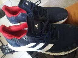 Ótimo tênis Adidas original. Bem novo n- 41