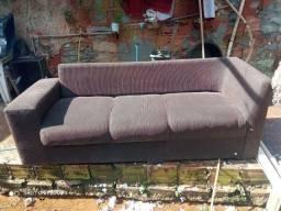 Sofá 3 lugares em perfeito estado com três almofadas