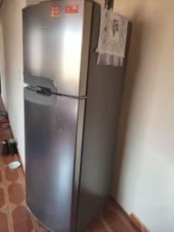 Vende-se geladeira cônsul 386L sem marcas de uso