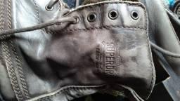 Bota de couro marrom destonada - grife Super Dry