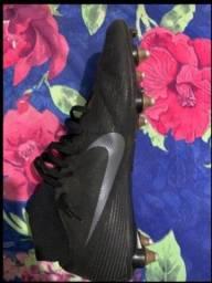 Título do anúncio: Chuteira Nike notinha Trava de ferro