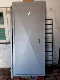 Vendo portão de chapa de 1x2,10 m