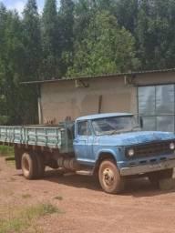 Caminhão D60, motor OM 352