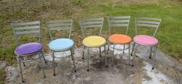 cadeiras de ferro redondas com assento plástico colorido