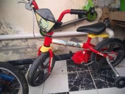 Bicicleta infantil do homem de ferro