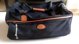 Bolsa de viagem em tecido preto c/ detalhes em couro