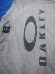 Título do anúncio: Camisa Oakley importada