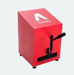 Máquina produção de chinelos e facas de corte