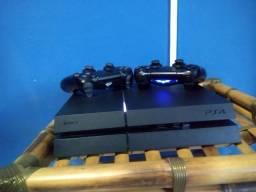 PlayStation 4 com 2 Controles bem conservado