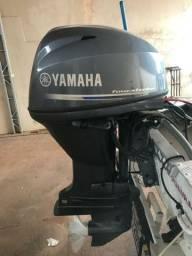 Barco com motor 40 com trim