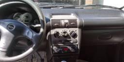 Corsa basico sedan clássic 2004 vendo ou troco com dinheiro na volta