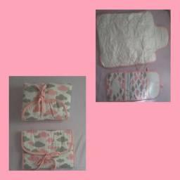 Kit porta fralda, pomada e lenço umedecido + trocador.