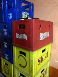 Vende-se engradados de cerveja com caixa